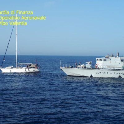 Crotone, in 60 sbarcano sulla costa crotonese: tra loro un minore